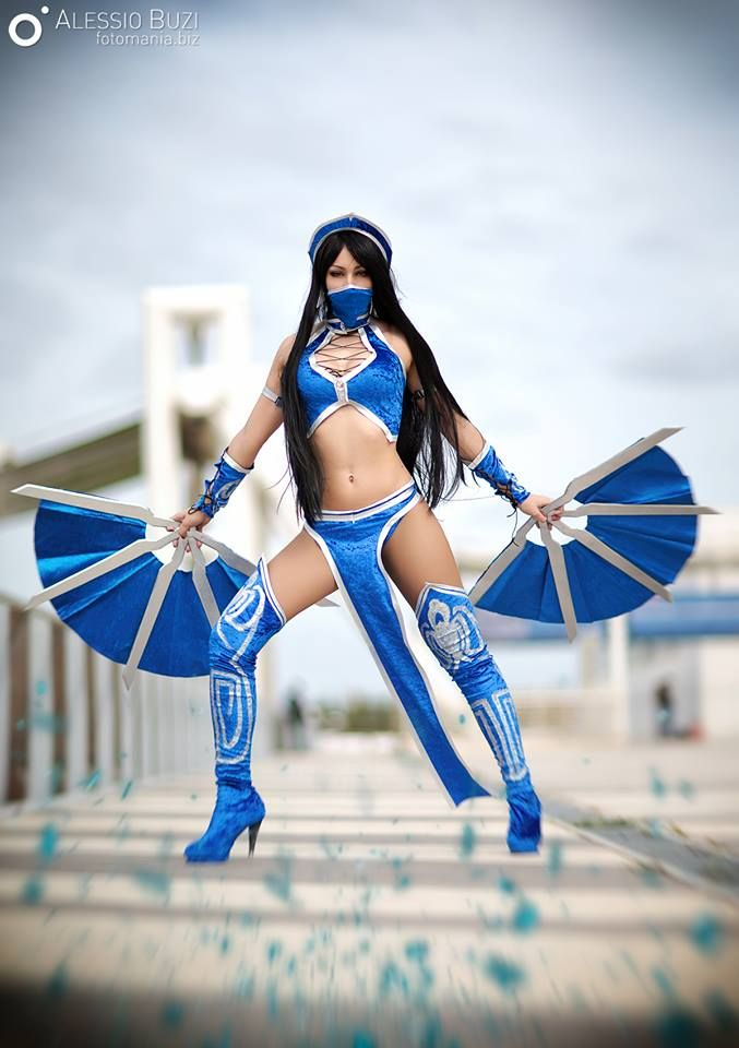 Laura Crystal cosplay Kitana