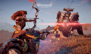 Aloy attacking a Thunderjaw with a Sharpshot Bow
