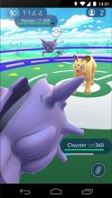 The ice- and water-type Cloyster fights in a battle against Persian!