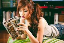 Reading is sexy. (photo by Ashley Gosiengfiao, from https://www.facebook.com/AlodiaGosiengfiao/photos/a.10151542511126747.418864.152138396746/10151542511161747/?type=3&theater)