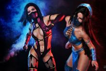 A fight to the finish. (from http://asherwarr.deviantart.com/art/Mileena-and-Kitana-Mortal-Kombat-9-cosplay-343507433)