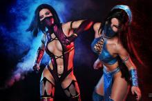 A fight to the finish. (from http://asherwarr.deviantart.com/art/Mileena-and-Kitana-Mortal-Kombat-9-cosplay-343507433)