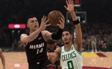 Tyler Herro slips past the defense.