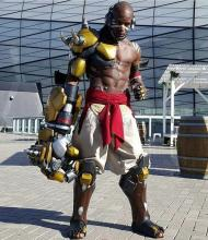 This Doomfist cosplay is almost perfect!