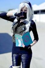 Gitezoni cosplays a female Kakashi