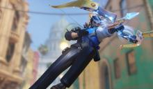 Hanzo dodging out of the way while taking aim