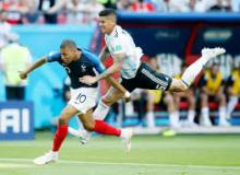 Kylian Mbappé uses strength and speed to get to the ball before his opponent