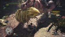 That's a lot of teeth Great Jagras! I hope you can get out of there!