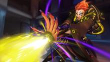 Is Moira actually using her ultimate to heal?!