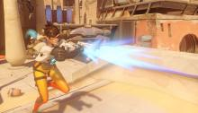 Tracer blasts an enemy in the middle of a match.