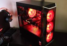 Who doesn't love a good red gaming setup?