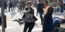 Tara fights through a horde of Walkers.
