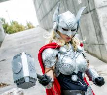 Jane Foster is worthy to wield Mjolnir!
