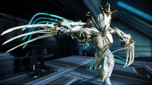 One of the few Frames with an Exalted Weapon, Valkyr's power lies in her claws and can unleash them with her 4th ability while becoming invulnerable.