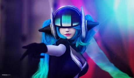 15 Hottest LoL Cosplays
